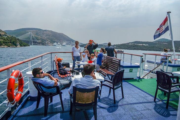 Fähre Jadrolinija Familien an Bord