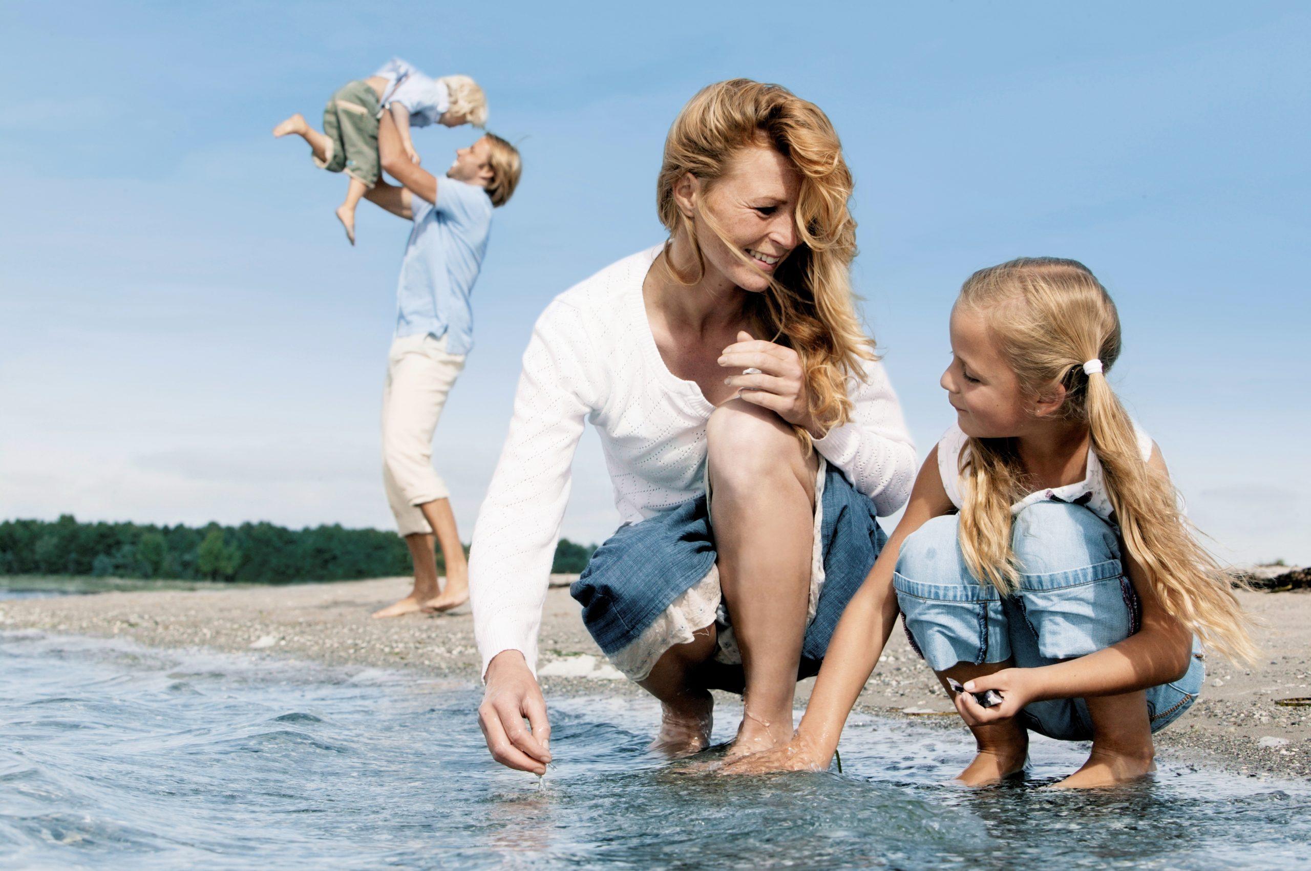 Scandlines Familie am Strand